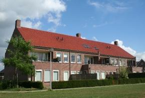 13 geschakelde woningen te Weerselo